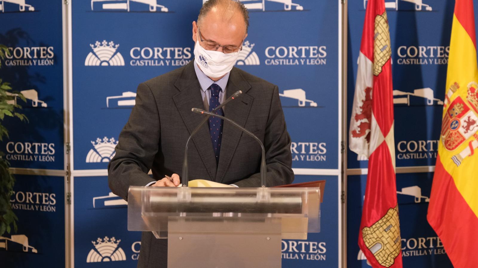 Ccyl Las Cortes Y La Junta Sellan Un Acuerdo Para Impulsar Acciones De Formacion Continua Y Actualizacion De Sus Empleados Publicos